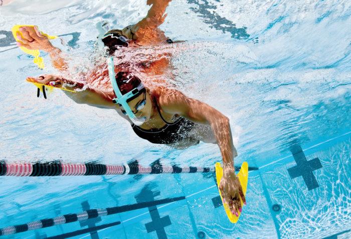 Использование дополнительного спортивного инвентаря в бассейне