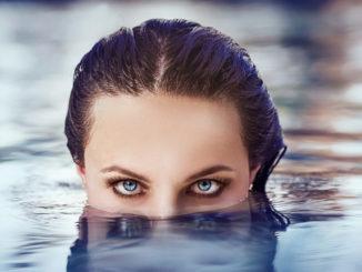 Плавание в воде с линзами