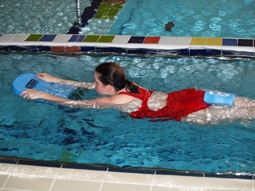 Лечебное плавание с доской при остеохондрозе