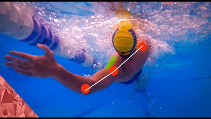 Правильный гребок при плавании стилем кроль на спине