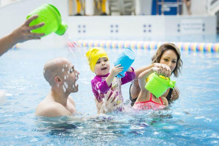 Посещение бассейна всей семьей