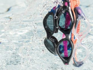 Очки для плавания и вода